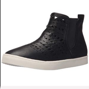 Report Agatha cut out black ankle bootie sneakers